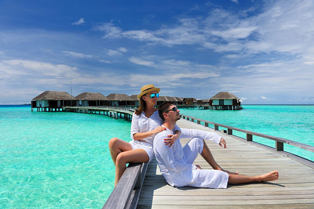 Couple-on-a-Tropical-Beach-Jetty-Maldives_137193326